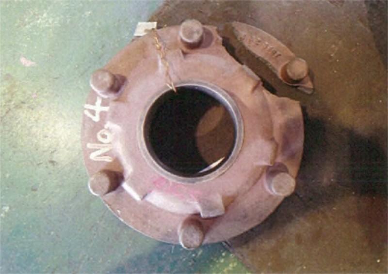 モーター軸受カバー 修理前2