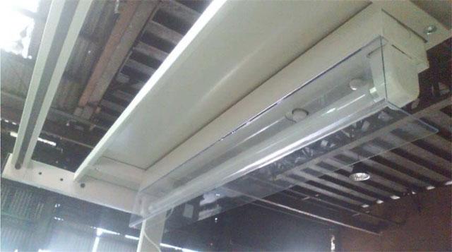 蛍光灯保護カバーで解決!作業場の安全管理