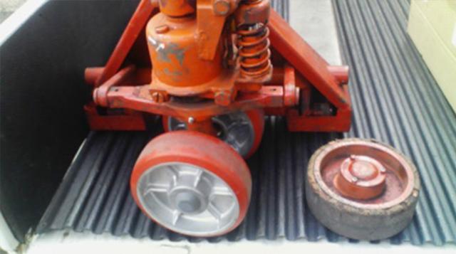キャッチパレットトラック 車輪交換